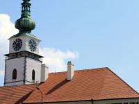 Renesanční Malovaný dům na náměstí se sgrafitovou výzdobou.