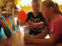Nafukovali jsme balónek pomocí octu a sody.