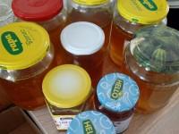 Anička a Štěpánka - výroba medu