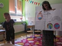 Páťáci si pro paní učitelky připravili prezentace.
